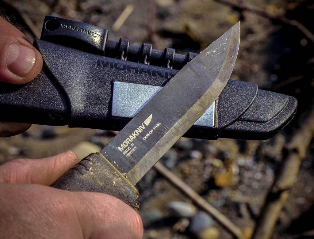 carbon steel pocket knives